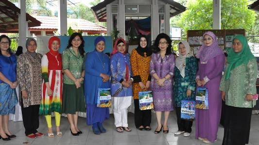 Istri-Istri Bupati, Wakil Bupati dan Walikota, Wakil Walikota se-Indonesia saat berada di Manado