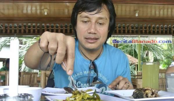 Katon Bagaskara saat berada di Talaga Resto (foto BeritaManado.com)