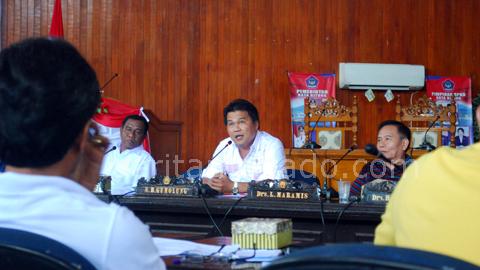 Suasana rapat evaluasi komisi C DPRD Kota Bitung (foto beritamanado)