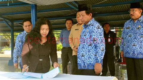 Penandatanganganan MoU dengan Ombudsman RI (foto beritamanado)