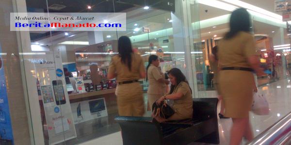 Sejumlah PNS saat berada di salah satu Mall di Kota Manado