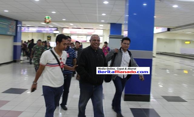 Ir Nanang Sugianto, DPO Kejari Airmadidi, tiba di Bandara Sam Ratulangi, Jumat (31/1/2014) tengah malam.