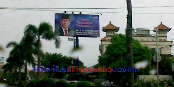 Baliho Gubernur Sulut SH Sarundajang di Jalan By Pass Ngurah Ray Denpasar Bali