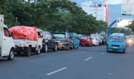 Suasana kemacetan lalu lintas di jalan Boulevard (foto Beritamanado)