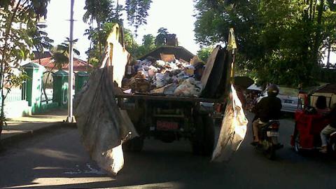 Armada sampah Kota Kotamobagu masih kurang (foto beritamanado)