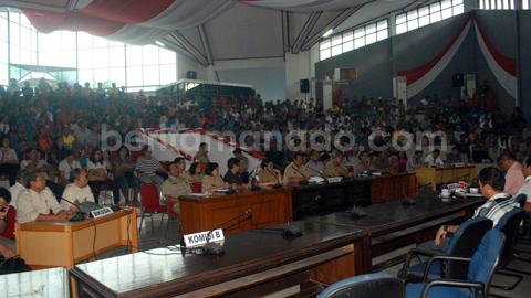 Suasana hearing warga Batuputih dengan BKSDA Sulut (foto beritamanado)