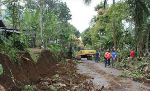 Perbaikan dan Perluasan Jalur Alternatif di Kelurahan Tinoor