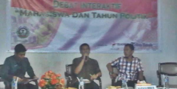 Dari kiri ke kanan Rafsan Aditya Damopolii (moderator) Jeffrey Z Rantung MBA dan Afandi Baso SH
