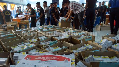 Surat suara yang dilipat ratusan siswa APB Kota Bitung (foto beritamanado)