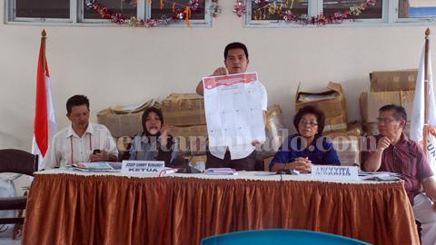 Lima komisariat KPU Kota Bitung ketika mensosialisasikan pencoblosan (foto beritamanado)