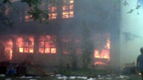 Gedung kuliah yang terbakar (foto ist)