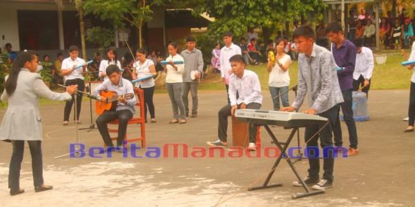 Penampilan Salah Satu Kelompok Musik Kreatif
