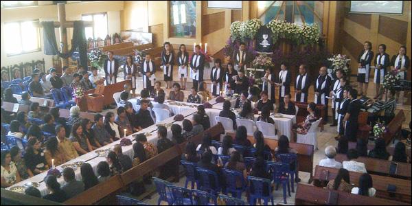 Perjamuan kudus memperingi Jumat Agung di Jemaat Kakaskasen Pniel Wilayah Kakaskasen, Tomohon.