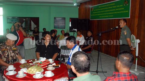 Komandan Kodim 1310 Kota Bitung, Lekol Infanteri Yarnedi Mulyadi ketika membuka acara caffee morning (foto beritamanado)