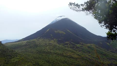 Gunung Soputan (foto ist)