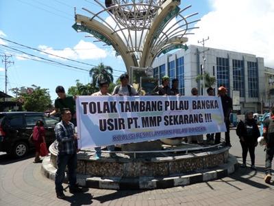 Demonstrasi Koalisi Nasional tolak tambang Pulau Bangka di zero point, Sabtu (28/06)