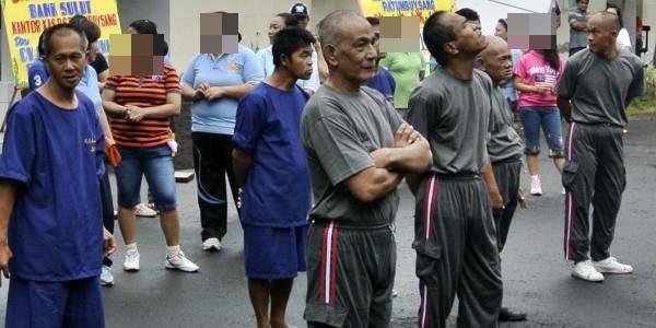 Pasien RS Ratumbuysang saat mengikuti kegiatan olah raga