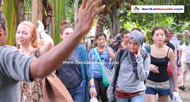Turis 33 Negara Kunjungi Desa Bahoi 2