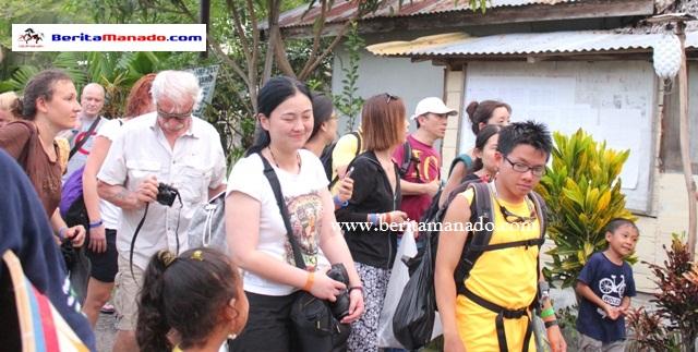 Turis 33 Negara Kunjungi Desa Bahoi 5