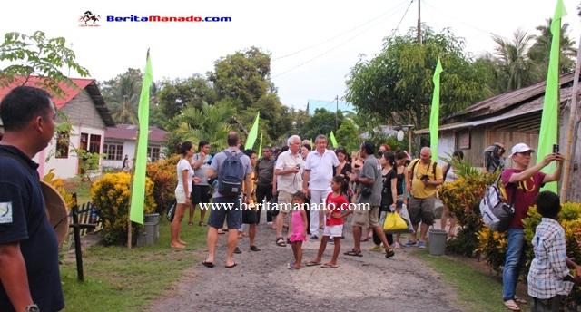Turis 33 Negara Kunjungi Desa Bahoi 6