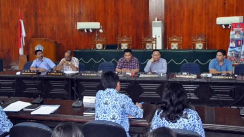 Pansus III DPRD Kota Bitung ketima membahas Ranperda Pengeloaan DAS Terpadu (foto ist)