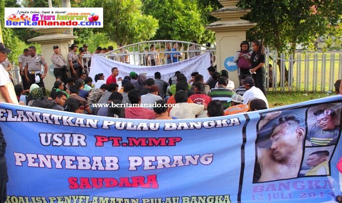 Aksi penolakan tambang di Pulau Bangka (foto beritamanado)