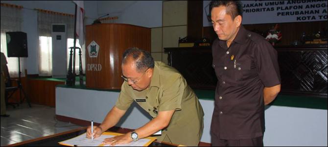 Penandatanganan kesepakatan KUA PPAS APBD Perubahan Kota Tomohon Tahun 2014.