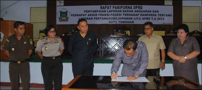 Penandatanganan Ranperda LPJ APBD 2013.