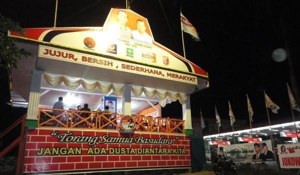 Posko pemenangan Jokowi-JK di Paal Dua (foto beritamanado)
