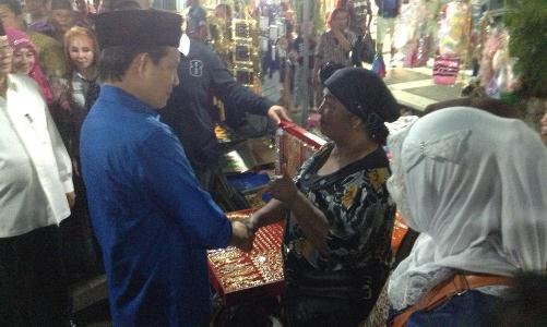 Walikota Manado saat berada di pasar Senggol