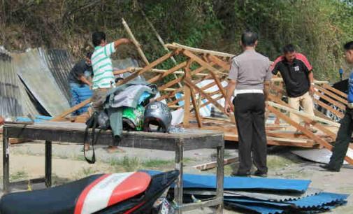 BERITA FOTO: Pos PAM Polres Minut di Pertigaan Ring Road Dirusak
