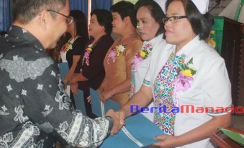Sepuluh Karyawan RSU Bethesda Tomohon Dapat Penghargaan