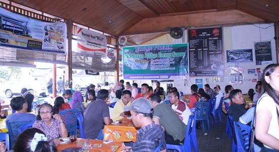 Suasana berlangsungnya Dialog Publik (foto Beritamanado) ii