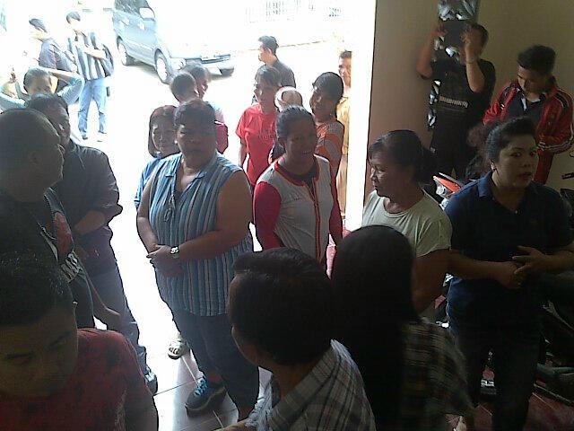 Demo warga korban bencana di kantor DPRD Manado