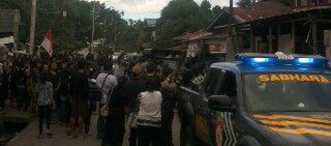 Suasana pemakaman korban tawuran Aertembaga (foto ist)