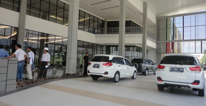 Mall Grand Kawanua City Walk di kawasan GKIC (foto beritamanado)