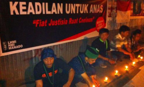 HMI Cabang Manado saat menggelar aksi bakar lilin (foto BeritaManado.com)