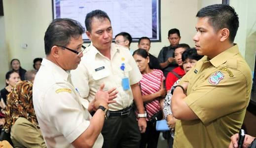 Wakil Walikota Manado saat berada di kantor Dispenda Manado