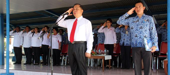 Lomban ketika memimpin upacara HUT Provinsi Sulut ke 50 (foto ist)