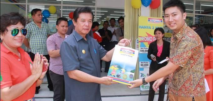 Bupati Minahasa Utara Sompie Singal Resmikan Indomaret di Watutumou Kalawat 3