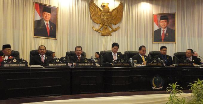 Usai dilantik menempati meja pimpinan (foto beritamanado)