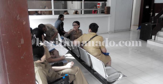 Suasana di loket BPKMD Pemkot Bitung (foto beritamanado)