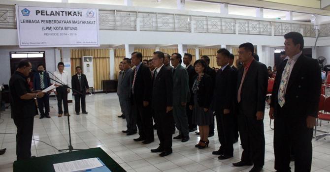 Pelantikan pengurus LMP Kota Bitung (foto ist)