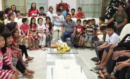 Bupati Mitra Gelar Open House Natal di Rumah Dinas Rakyat