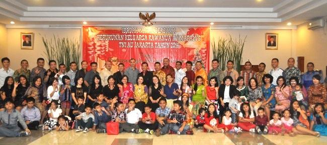 Keluarga besar K-3 Mapalus TNI AU foto bersama. (foto: ist)