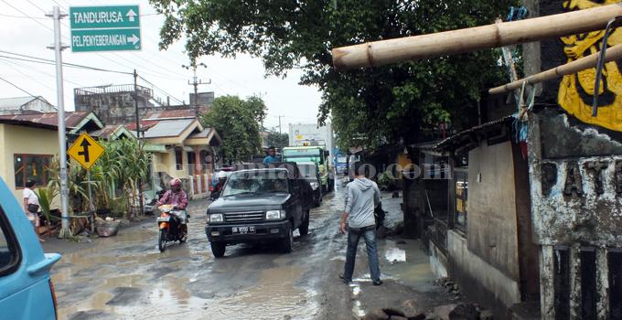 Jalan M Hatta Pateten Kecamatan Aertembaga (foto beritamanado)