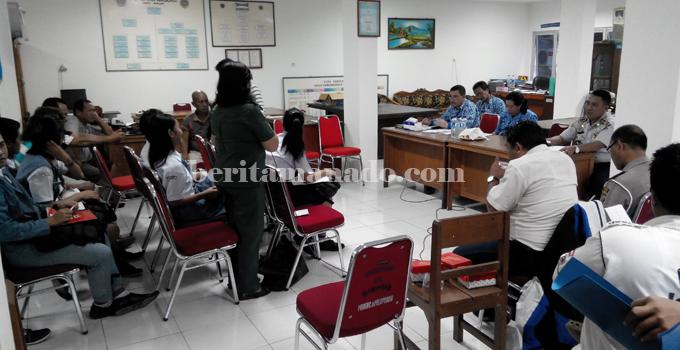 Suasana pembahasan penyesuaian tarif Angkot (foto beritamanado)