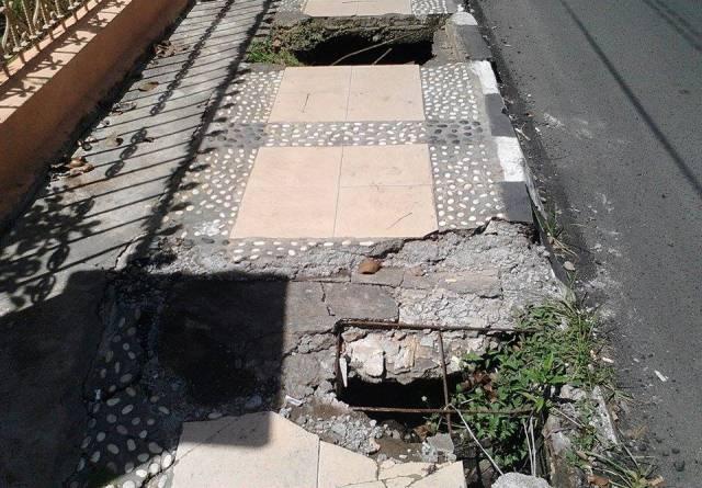 proyek trotoar jalan balai kota