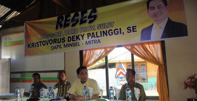 Deky Palinggi di Tanamon Didampingi Camat, Plh Kepala Desa dan Aparat Desa (Foto BeritaManado.Com)