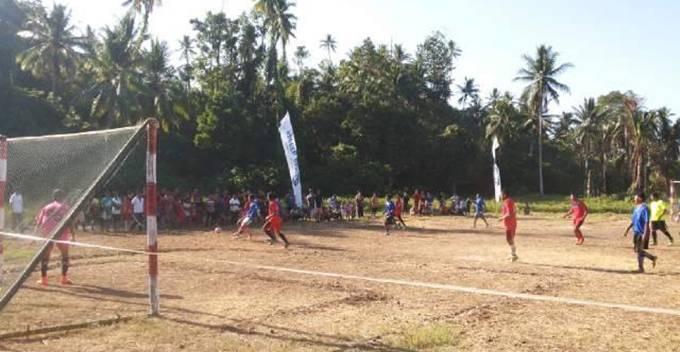 Pertandingan Sakura Likupang Raya cup 2015 antara 2 club dalam pembukaan